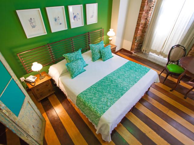 Quarto casal luxo Oxóssi, cama queen, con vista Pelourinho