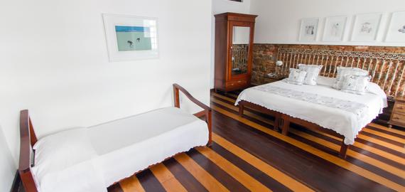 Quarto família luxo Oxalá, cama queen, Pelourinho, Salvador