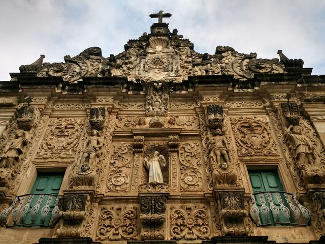 Fachada de igreja histórica no Pelourinho, Salvador, Bahia