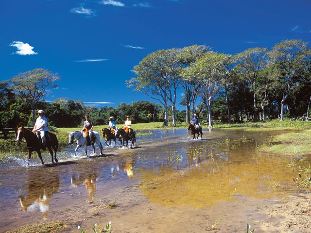 Cavalgada pelo pantanal, Pousada piuval,