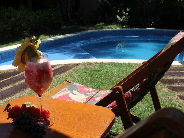 Piscina, Drink e Sol - Pousada em Praia do Forte