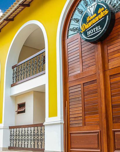 Corte vertical da fachada do hotel em Lençois