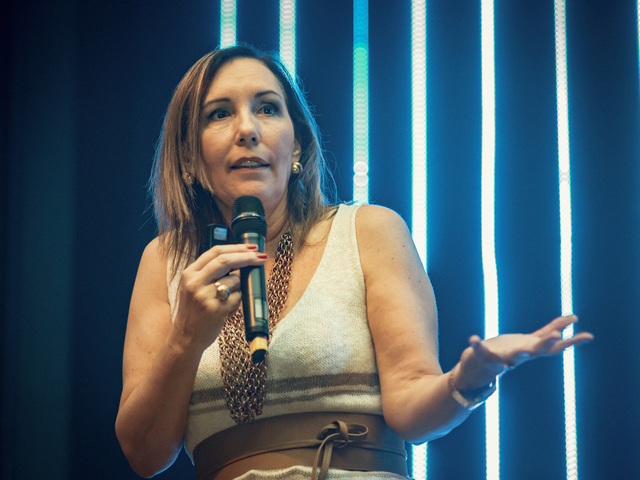 Martha Gabriel palestrando diretamente do Hotel Summit 2019