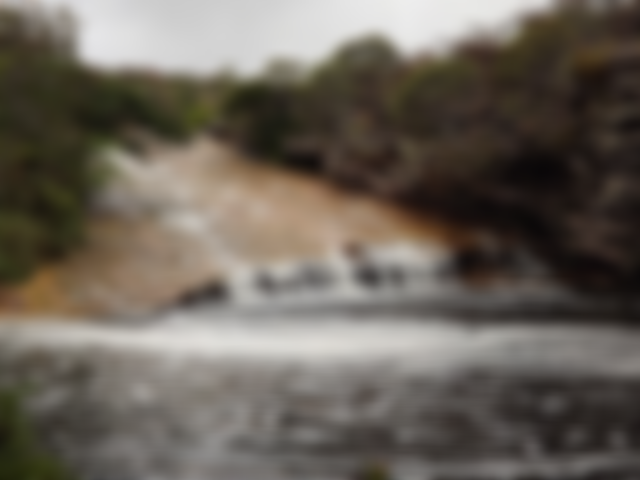 Cachoeira com escorregador natural