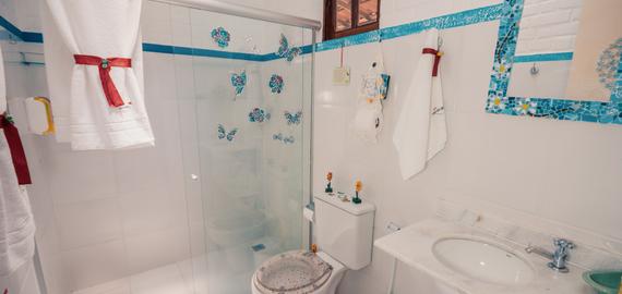 No Vale do Capão, banheiro decorado apto mezanino